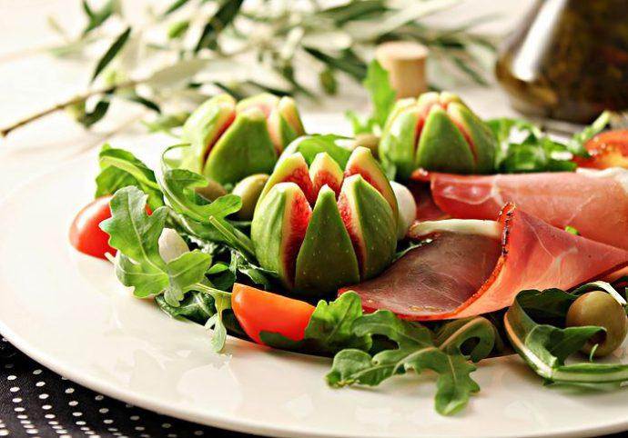 Salata sa smokvama i pršutom