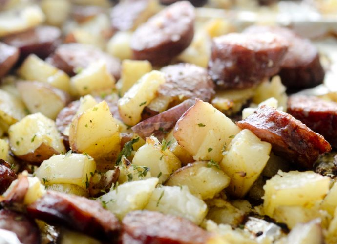 Pečeni krompir sa Interproduct domaćom kobasicom
